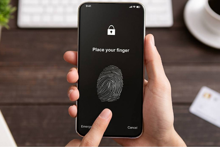 Hackers can steal fingerprints from glass to break into phones