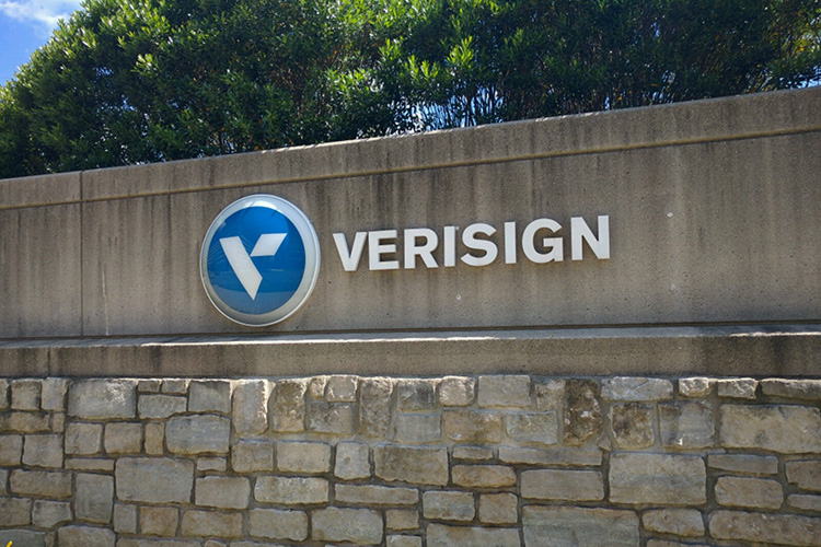 Verisign extends the freeze on registry prices
