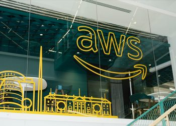 Twitter selects AWS