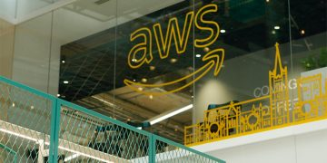 Amazon warns AWS employees against bomb threats