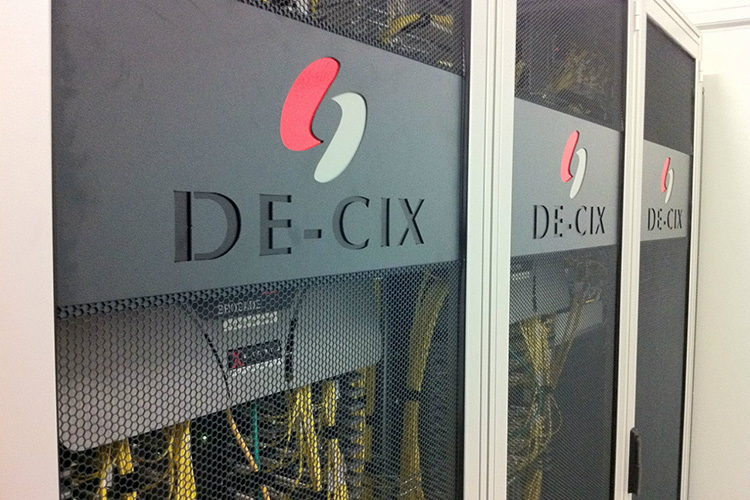 DE-CIX and PacketFabric expanding to Chicago market